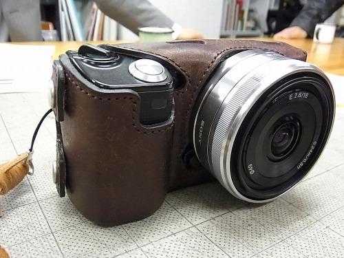 こちらが、めんたいこ屋さんのデザインしたカメラケース