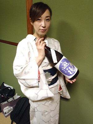 福山亜弥さん。小柄な和服美人。この方が酒を注いでくれたり、日本酒の説明をしてくれたり。