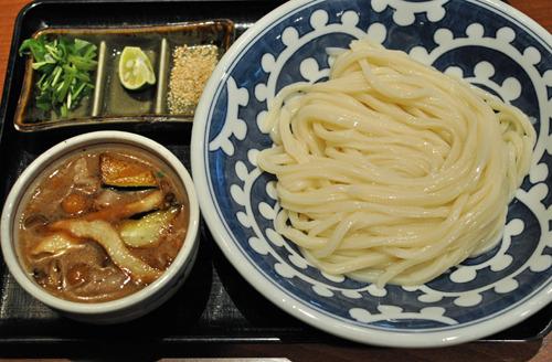 香川からは最初から最後まで鍋にうどんを入れるという情報も届き、うどん県の期待通りの仕事に胸が躍った(写真は「うどん修行部」より)