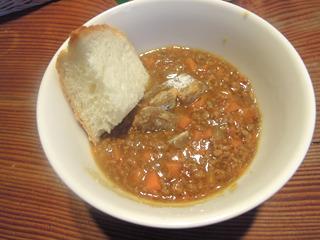 焼きたてのパンも用意。干し芋以前に私の知らないカレー文化圏であった