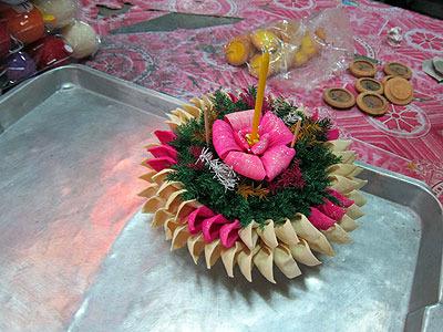 花でできたケーキみたいなの。あとで出てきますがこれもランタンの一種だ