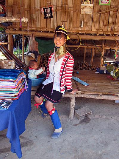 首長族って遠い存在かと思ってたけど、会ってみると案外普通の女の子という感じで親近感。民族衣装も可愛い