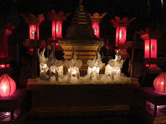 チェンマイのシンボルは象。もちろんランタンに