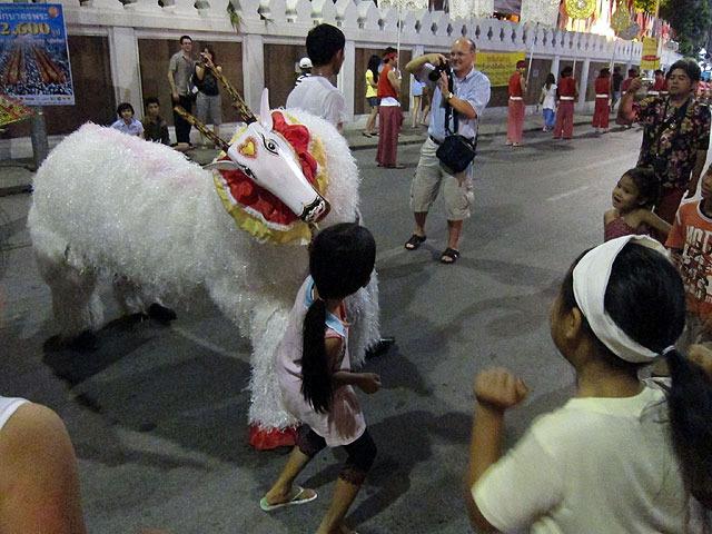 大きな動物の登場に、はしゃぎまくる子供たち