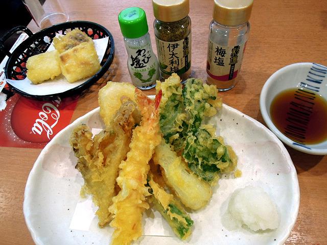 天ぷらを三種類の塩で食べられるなんて夢に溢れている