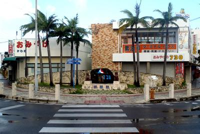 石垣島市街地の中心部、730記念碑