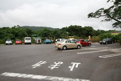 駐車場に止まっている車も多い