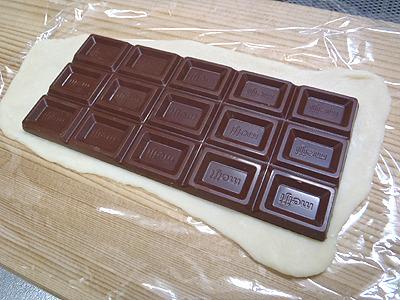 板チョコ1枚をそのまま置いて。