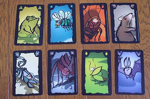 8種類の嫌な生き物が描かれたカードを相手に押しつけ合うゲーム。