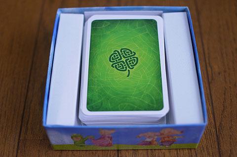 「ぴっぐテン」のカードは1ページ目の「ケルト」のカードとサイズが同じ。 ためしに入れてみたところ、枚数的にもぴったり収まった。