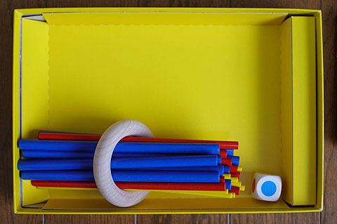 こんな風に束ねてみるともう少し箱小さくできたんじゃ?という考えを抱かなくもないが、全体的にコンパクトなので気になったことはない。