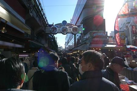 上野はすでに年末の混みようである。