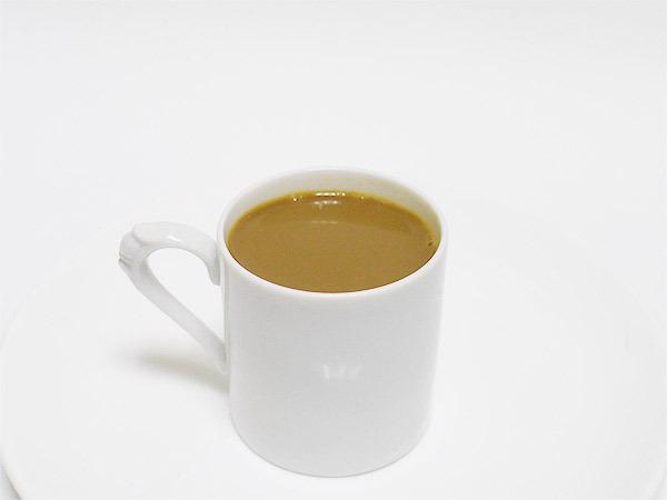 普通のコーヒー(ミルクが入った状態)