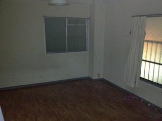 家具が無くなると部屋の広さにビックリするよね。