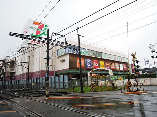 駅前にはヨーカドーがある。ちょっと前までは鎌ケ谷市内で一番おおきな店だったので、子供の頃は日曜日に友人同士で遊びに来る場所だった