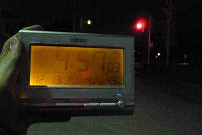 果たして朝の5時に信号は開店するか