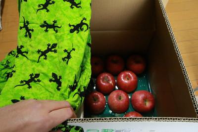 実はこの机、リンゴ箱だったんだよね