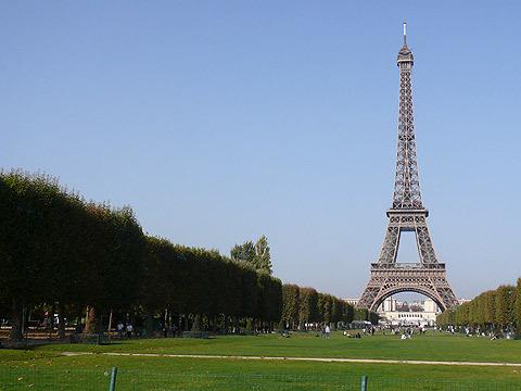 フランスの風を台風並に感じました