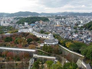 高層ビルからのような視界だが、お城からの景色だと思うと感慨深い。私の城下町。