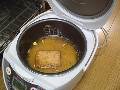 炊飯器は米を炊く以外にも、煮物やパンまで焼ける魔法の調理器ですよね。
