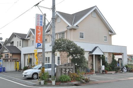 入り口が二つあって、右側が喫茶店、左側がお好み焼き屋さんだった。