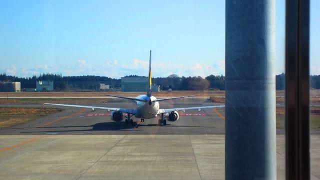 正面方向にある飛行機は見えます。いってらっしゃい、無事なフライトを!