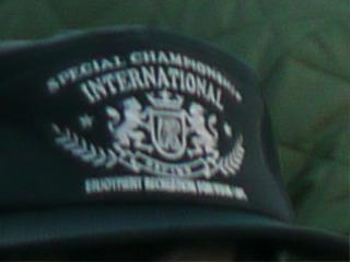 「特別な、選手権、国際的」大きな声でなんにも言ってない。