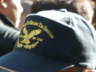 先ほどの帽子もそうだが、おっさんの帽子にはトロフィーみたいな柄が多い