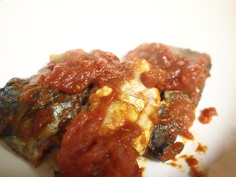 さばの味噌煮withトマト(マイナス味噌)の完成。ああ、これはいいものができた。