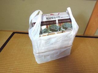大きめの買い物いっぱいの韓国海苔が小さなコンテナ1個に!