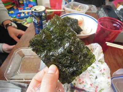 翌日、25パック収納韓国海苔は知人宅にもちこんでみんなで食べました。コンディションも変わってなくてちゃんと韓国海苔でした