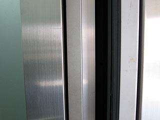 ドアスイッチは片側