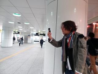 スマートフォンの前面カメラを使って髪型&鼻毛のチェック
