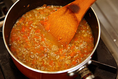 鶏ガラスープとかコンソメスープとか適当なスープを投入。煮込む。