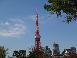 左に東京タワー。そろそろ港区から千代田区へ。このあたりは東京マラソンのコースでもある。