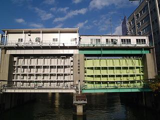 この辺りにくると東京湾が近く水路を何度も越える。