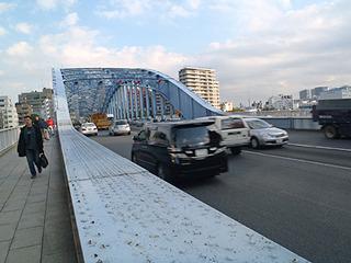 永代橋を越えると中央区から江東区へ。