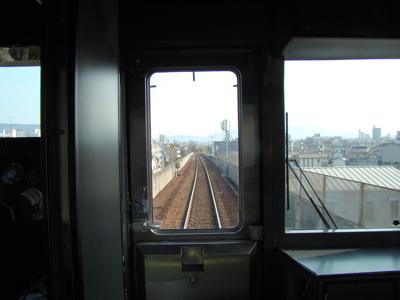 単線電車というと、ローカル線や路面電車に多いので(これは特急うずしお)