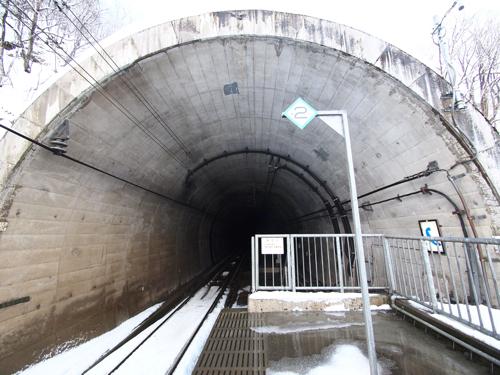 こちらはほくほく大島駅。トンネル出てすぐホームなのも新鮮だ。駅じゃない部分はほとんどがトンネルなのだ。