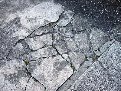 コンクリートはパリッパリに砕ける