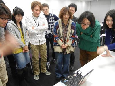 小林幸子を見る人たち。リアクションがいい上に釘付け。