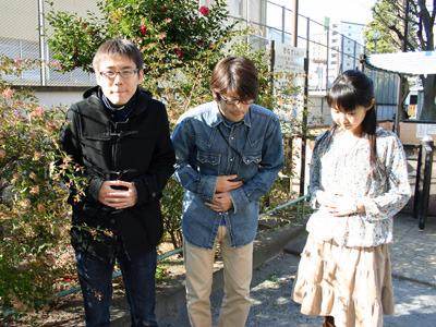 寒空の下、茂みの影で胃をいたわるのは石川氏、安藤氏、橋田氏。