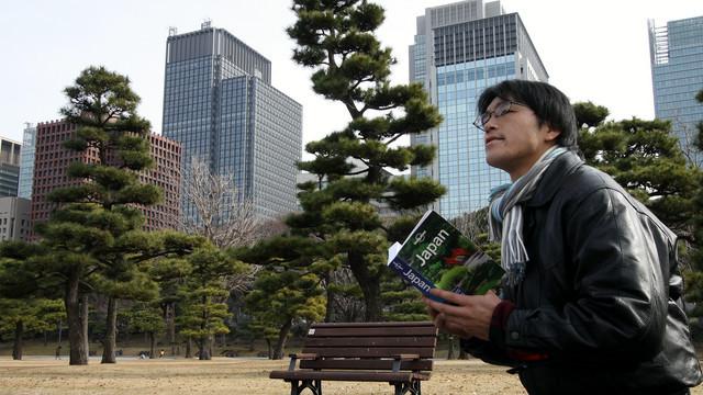 欧米のガイドブックを片手に東京を観光します