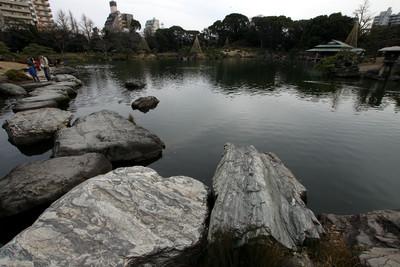 """""""岩""""崎さんが作った為か、この庭園は岩が凄い"""