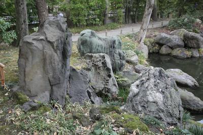 日本中から岩をかき集めたとの事