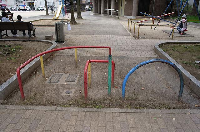 こちらは公園らしくカラフルな一品。子供なら遊具としても使ってくれそう。