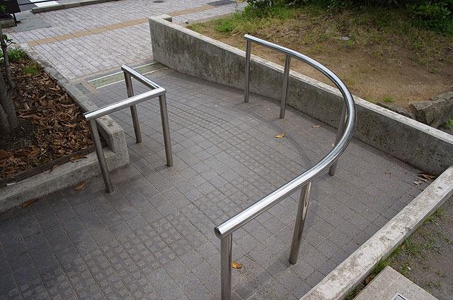 この幅で本当に自転車が入れないか、試してみたいような気もする。