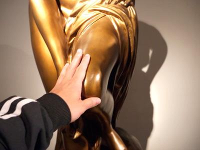 なめらかかつなまめかしい触感……普通の美術館では味わえない体験です
