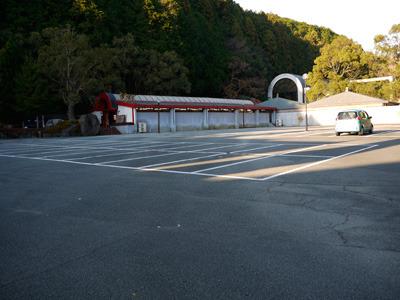 駐車場もガラッガラ