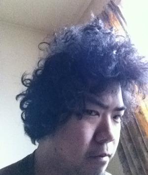 あ、やっぱ髪型歪んでる。